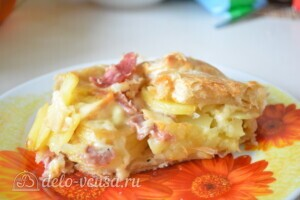 """Пирог из слоеного теста с картошкой, прошутто и сыром """"Скаморца"""": фото к шагу 9."""
