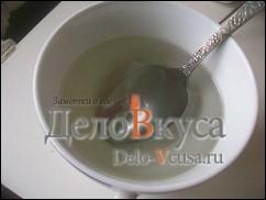 Сварить сладкий сироп на 2 ст. л. воды 1 ст. л. сахара
