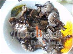 Жареные грибы со сметаной (грибная начинка для налистников, пирожков и вареников): фото к шагу 1.