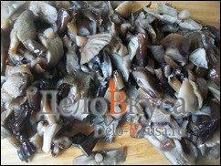 Жареные грибы со сметаной (грибная начинка для налистников, пирожков и вареников): фото к шагу 2.