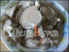 Жареные грибы со сметаной (грибная начинка для налистников, пирожков и вареников): фото к шагу 3.