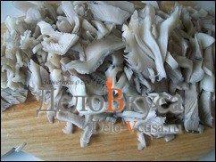 Жареные грибы со сметаной (грибная начинка для налистников, пирожков и вареников): фото к шагу 4.