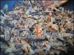Приготовить грибную начинку, такую начинку можно приготовить из любых грибов