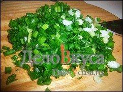 Куриные котлеты с кунжутом и зеленым луком: фото к шагу 2.