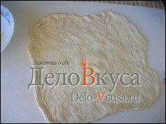 Пицца с курицей, шампиньонами и сыром без томатной основы: фото к шагу 12