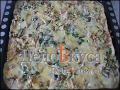 Пиццу нужно поставить в разогретую до 250* духовку и выпекать 15-20 минут при 230*-250*.
