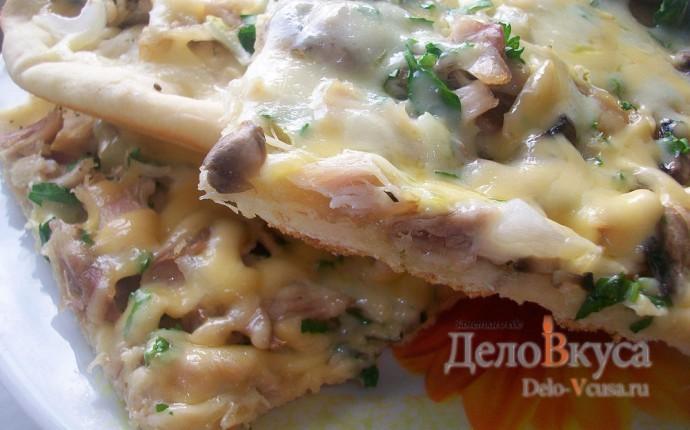 Пицца с курицей, шампиньонами и сыром без томатной основы