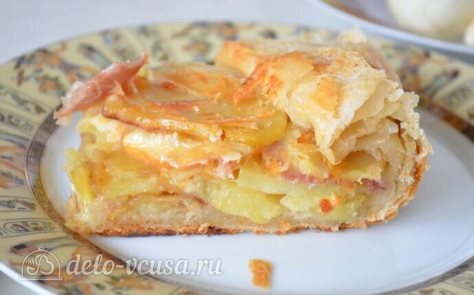 """Пирог из слоеного теста с картошкой, прошутто и сыром """"Скаморца"""""""
