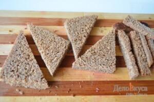 Гренки из черного хлеба с кунжутом: фото к шагу 1.