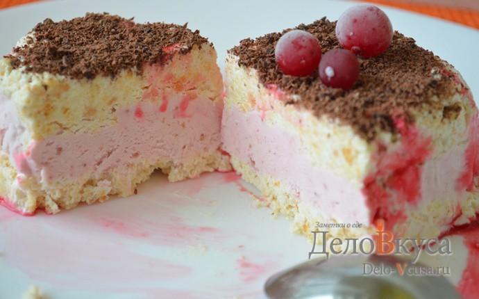 """Холодный десерт со сливками, печеньем и клубникой. Десерт """"Семифреддо"""" с клубникой"""