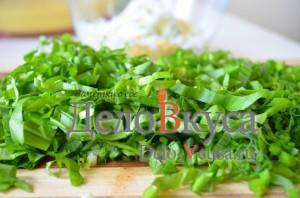 Салат из черемши: Черемшу порезать