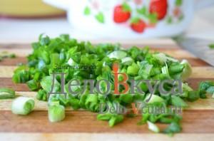 Салат из черемши: Зеленый лук мелко порезать