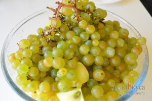 Компот из яблок и винограда: фото к шагу 2.