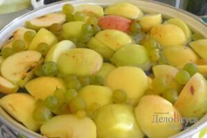 Компот из яблок и винограда: фото к шагу 3.