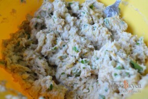 Пирожки с мясом и картошкой в духовке: фото к шагу 11.