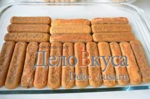 Тирамису: Выкладываем печенье в форму