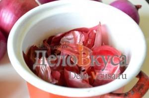Красим пасхальные яйца в цвет охра в луковой шелухе: фото к шагу 1.