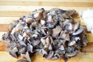 Картофельные драники: Грибы мелко порезать