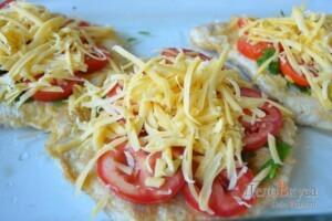 Отбивные в духовке: Посыпаем отбивные тертым сыром