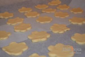 Песочное печенье на майонезе: фото к шагу 7.