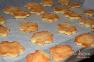 Песочное печенье на майонезе: фото к шагу 8.