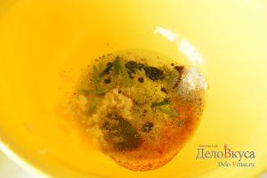 Индейка в духовке: Смешать ингредиенты для маринада