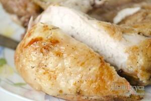 Курица в духовке целиком: фото к шагу 10.