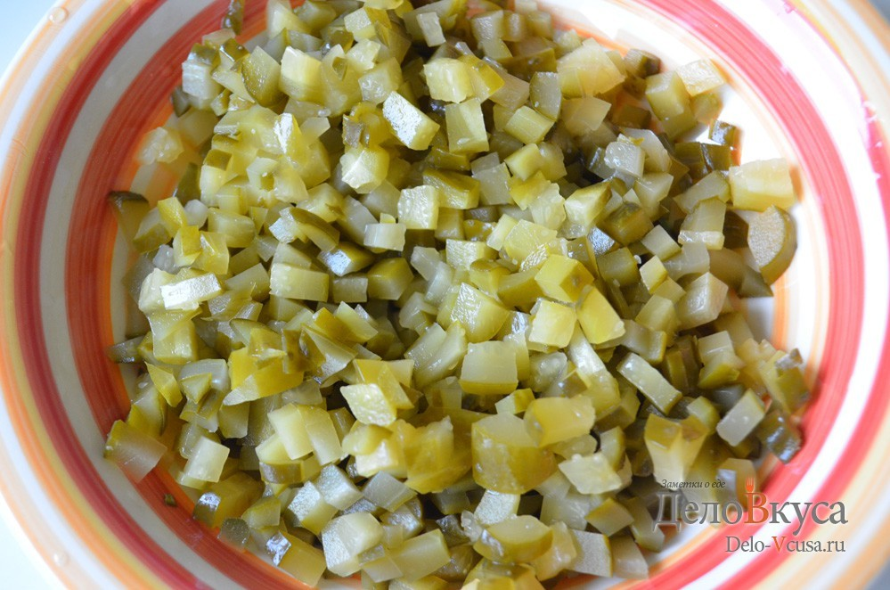 Быстрый салат из соленых огурцов