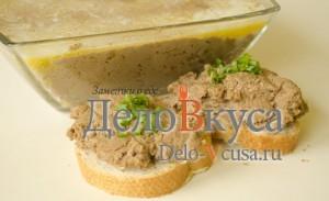 Печеночный паштет: Намазать паштет на хлеб