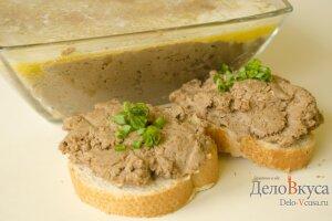 Паштет из печени: Намазать паштет на хлеб