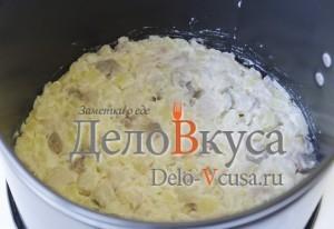Селедка под шубой: Выкладываем слой селедки с картошкой и луком