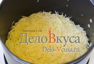 Селедка под шубой: Трем на терке твердый сыр