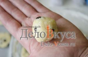 Печенье с кокосовой стружкой и шоколадом: Формируем шарик