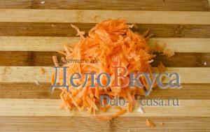 Простая уха из филе пангасиуса: Натереть морковку
