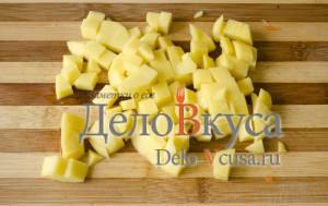 Простая уха из филе пангасиуса: Порезать картошку