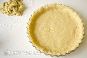 Открытый пирог с джемом: Распределить тесто в форме