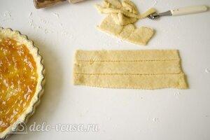 Открытый пирог с джемом: Смазать тесто джемом
