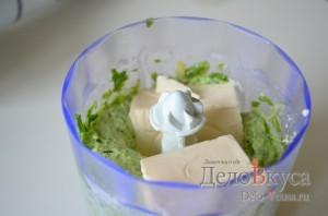 Закуска из плавленого сыра и зелени: Все тщательно измельчаем