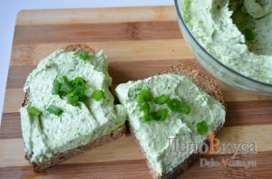 Закуска из плавленого сыра и зелени: фото к шагу 6.