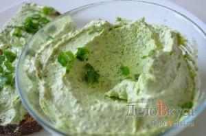 Закуска из плавленого сыра и зелени: фото к шагу 5.