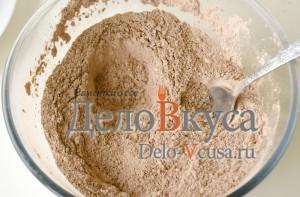 Шоколадные блины с творогом. Сладкие роллы из блинчиков с персиками: фото к шагу 3