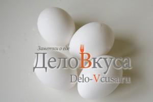 Красим яйца в соке свеклы: Вымыть яйца