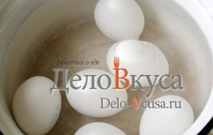 Красим пасхальные яйца в розовый цвет соком свеклы: фото к шагу 2.
