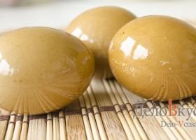 Красим яйца в соке свеклы