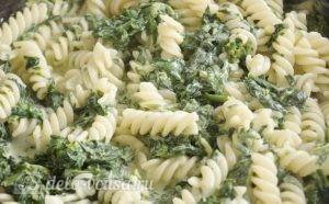 Паста со шпинатом и рикоттой (Fusilli agli spinaci e ricotta): фото к шагу 11.