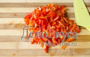Салат из болгарского перца и ветчины: Порезать перец