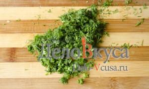 Салат из болгарского перца и ветчины: Измельчить зелень