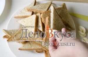 Бутерброды со шпротами: Натереть гренки чесноком