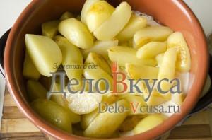 Говядина с картошкой в горшочке: Кладем картошку в горшок