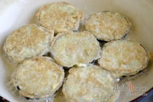 Жареные баклажаны с чесночным соусом: фото к шагу 7.
